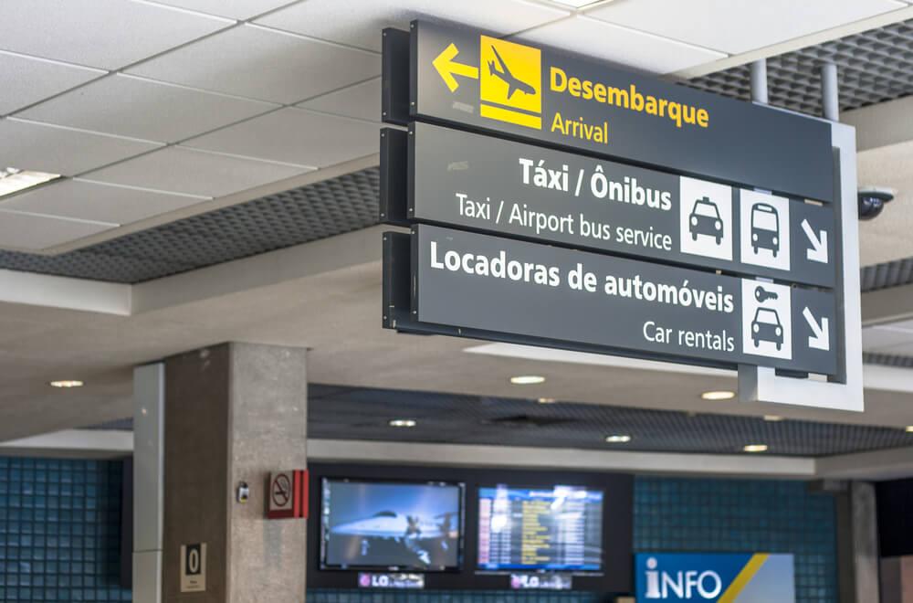 Morado en el aeropuerto